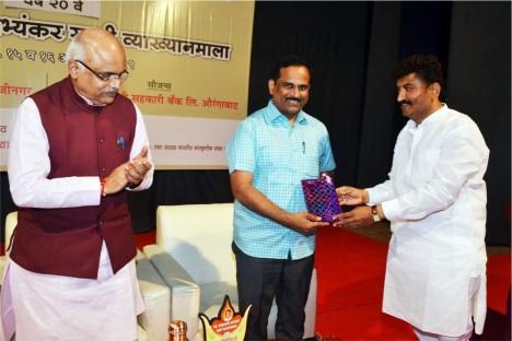 aurangabad-social-worker-kishore-shitole-felistated-at-praladji-abhyankar-vyankyanmala-aurangabad
