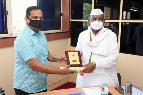 bjp-political-leader-kishore-shitole-felistating-haribhau-bagde-at-launching-ceremony-deogiri-bank-aurangabad