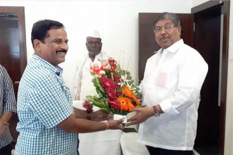 kishore-shitole-attending-political-meeting-bjp-party