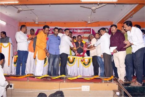 people-are-felistating-kishore-shitole-social-worker-political-leader-of-bjp-head-of-jaldoot-organization-aurangabad