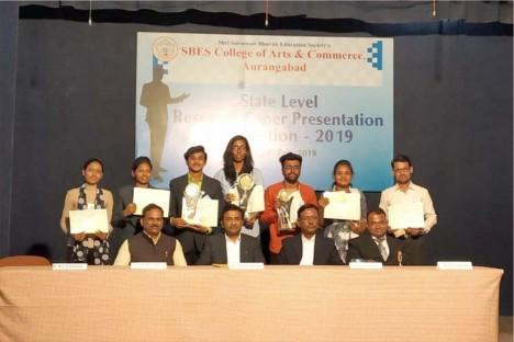 winners-sbes-college-of-arts-commerce-with-kishore-shitole-aurangabad.jpg