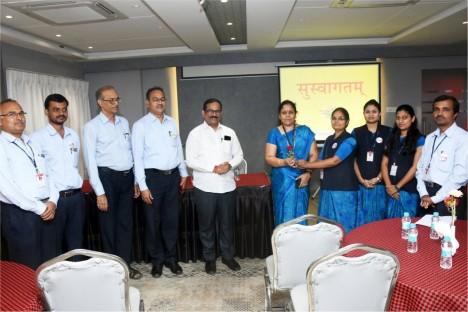 deogiri-bank-chairman-kishore-shitole-with-deogiri-bank-team-aurangabad
