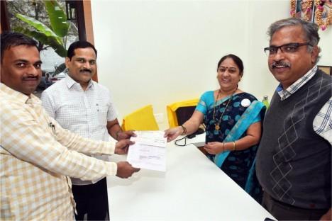 employees-of-deogiri-bank-with-kishore-shitole-chairman-of-deogiri-bank-aurangabad