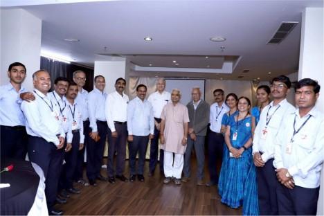 kishore-shitole-with-deogiri-bank-team-political-leader-aurangabad
